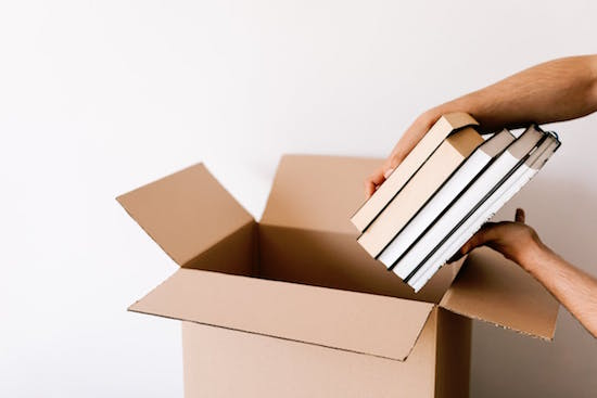 knihy v krabici